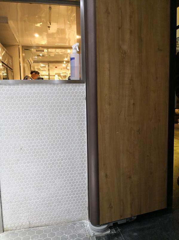 月亮河餐厅隐藏式电机
